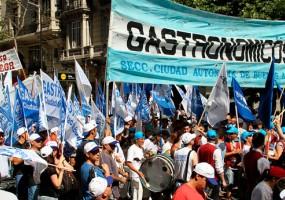 Multitudinaria marcha en defensa del empleo