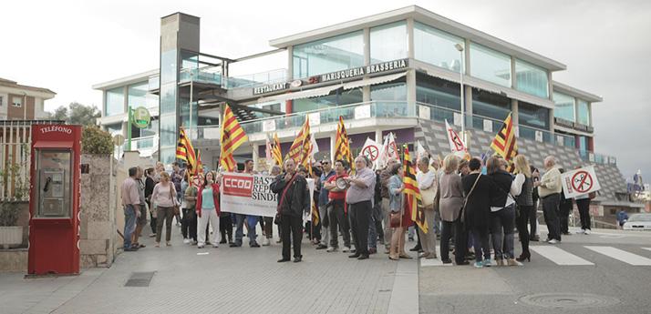 Concentracion Lloret de Mar apoyo a Toñi Baarrera